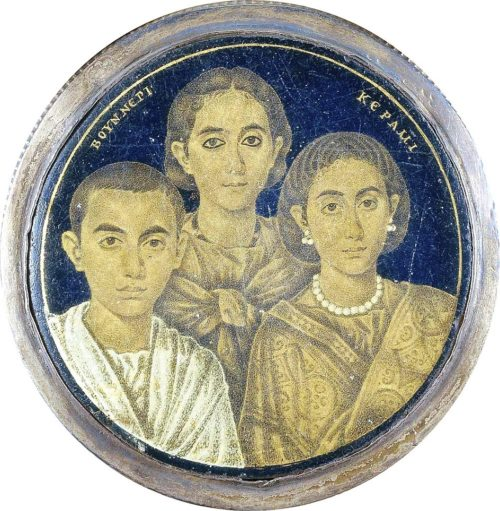 Искусство 48 (1) Искусство Древнего Рима. Фрагмент позолоченного стеклянного медальона, III век