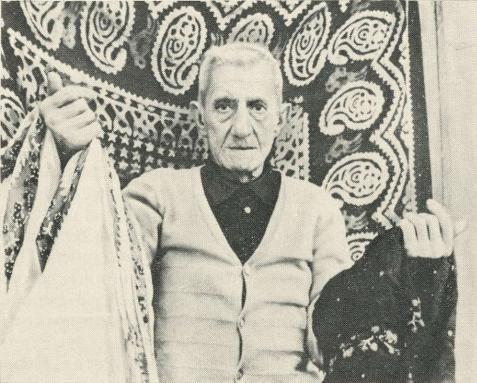 Мастер узорной келагаи Азим Аскеров