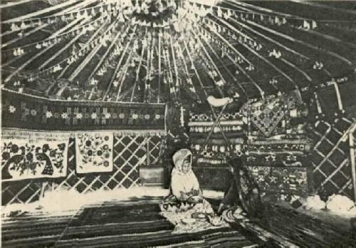 Интерьер юрты молодоженов . Дехканабадский район, кишлак Тар - Капчигай