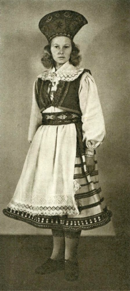 Женский костюм из Мустъяла о. Сааремаа