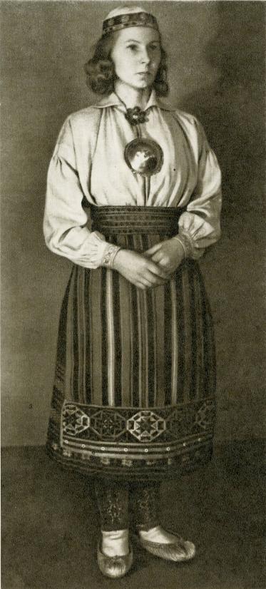 Женский костюм с о. Муху более древний