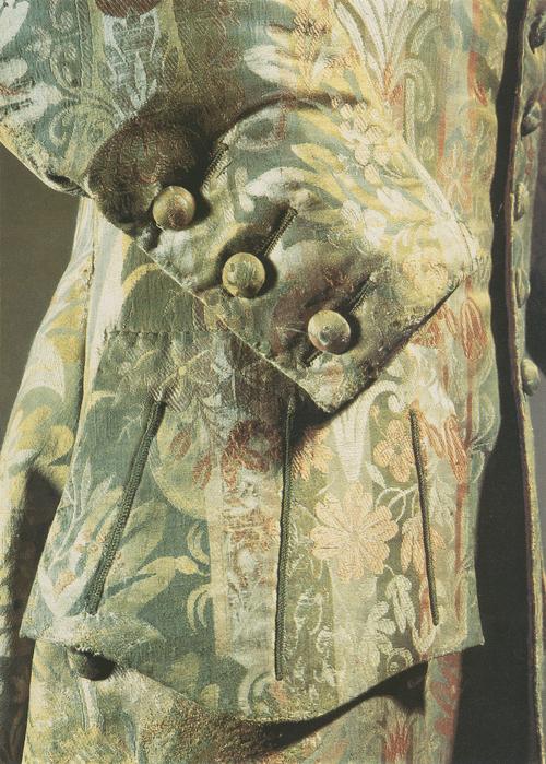 Камзол из зеленого шелка с тканым многоцветным растительным узором, без воротника