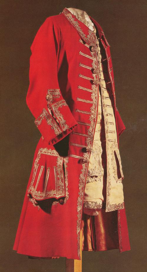Кафтан из красного сукна, с отложным воротником