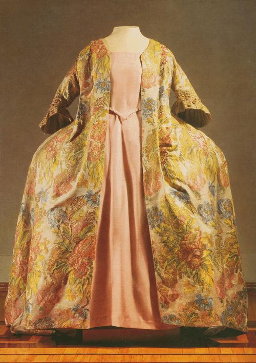 Платье-роба из французского шелка с золотой нитью
