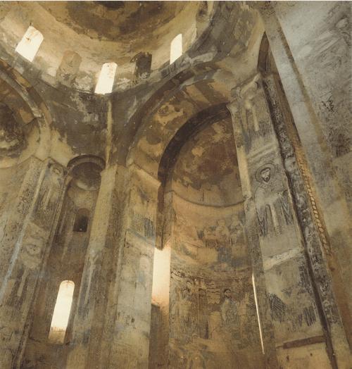 Храм Св. Креста на острове Ахтамар. Интерьер