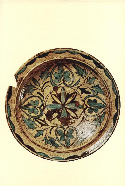 Блюдо. Керамика, оттиск, полива. езгина с Испик. XVIII века