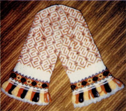 Земгальские перчатки. Автор Аусма Трейя. Фото автора, сентябрь 2000 г.