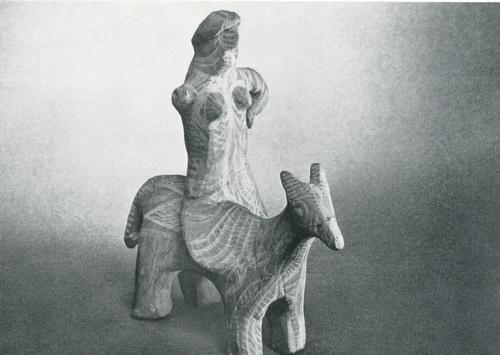 """Игрушка """"Женщина на ослике. Задымленная керамика, лощение, белая ангобная роспись. Лакцы, с. Балхар. 1960"""