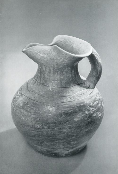 Кувшин с профилированным сливом и ручкой. Керамика III-I тыс. до н.э.