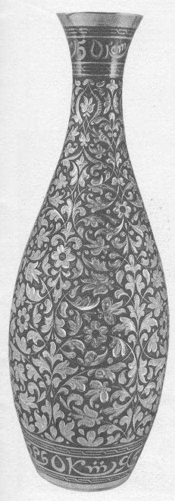 Р. Алиханов. Ваза «50 лет Октября». Серебро, чернь, гравировка. 1967.