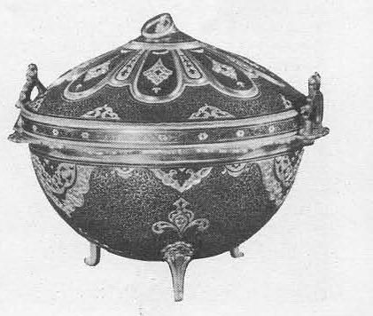 Р. Алиханов. Сахарница в форме кубачинского котла. Серебро, позолота, чернь, гравировка. 1959.