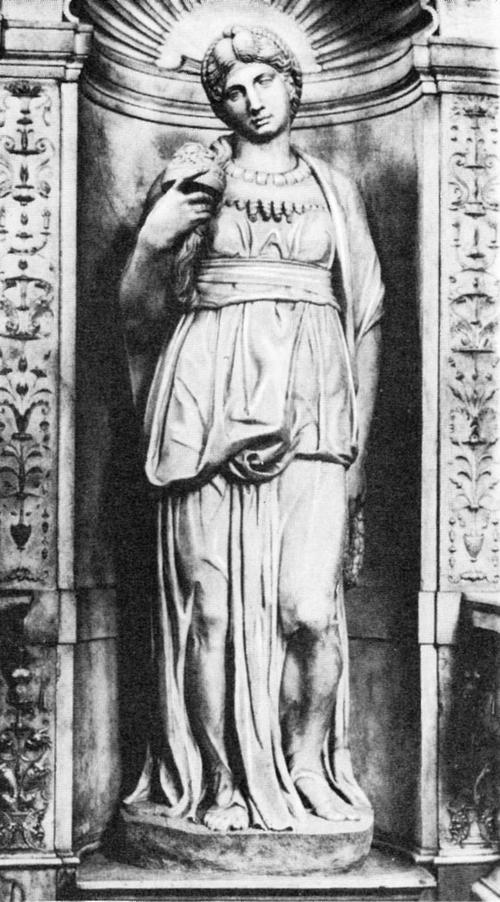 Статуя Лии, олицетворяющей «Жизнь деятельную», на гробнице Юлия II.