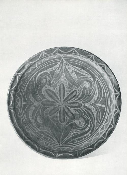 Тарелка, задымленная керамика, Мастер Абеуамалаева 1960