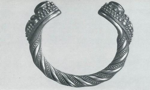 Браслет. Серебро, гнутье, зернь, топаз. Даргинцы, с. Кубани. XIX в.