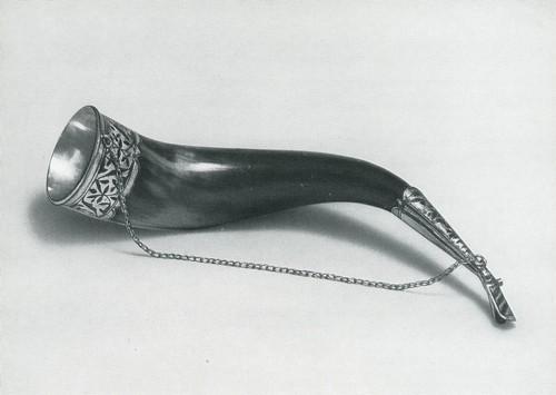 Застольный рог. Серебро, чернь, гравировка, рог. Мастера Б. Гимбатов и М. Батыралиеи. Аварцы, с. Гоцатль. 1968