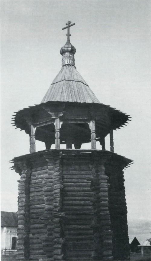 Звонница XVII века в деревне Цивозеро