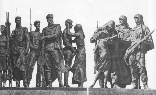 М. Аникушин. Ополченцы. Снайперы. Скульптурные группы монумента. Бронза, гранит. 1975.