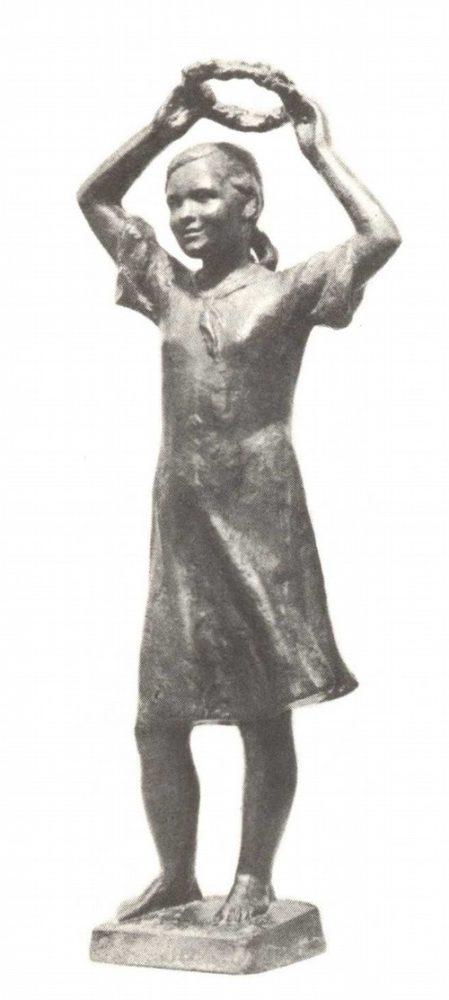 М. Аникушин. Пионерка с венком. Чугун. 1938—1939.