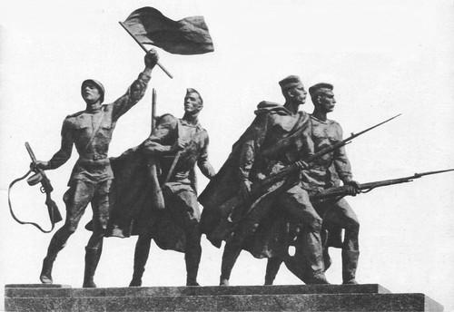 М. Аникушин. Солдаты. Скульптурная группа монумента. Бронза, гранит. 1975.