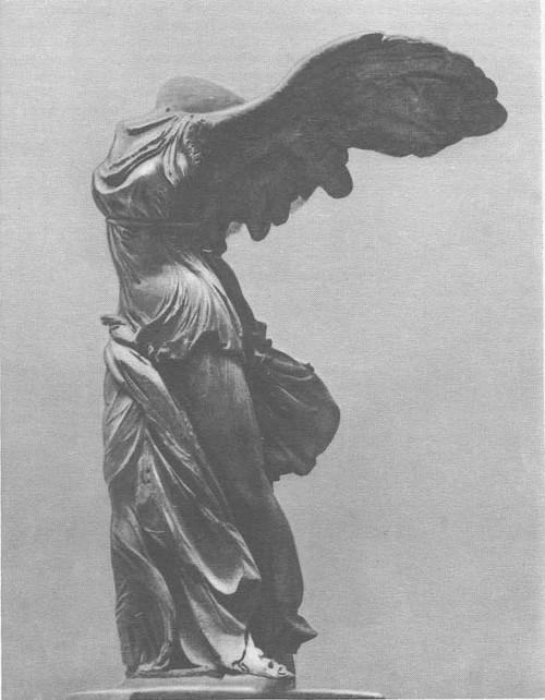 Ника Самофракийская. Мрамор. Около 190 г. до н. э. Париж. Лувр.