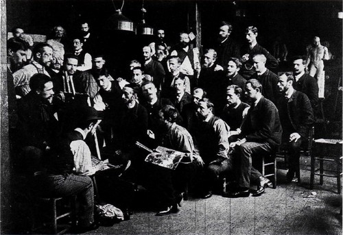 Студия Кормона Эта групповая фотография была сделана в 1 885 году в мастерской Фернана Кормона, где Тулуз-Лотрек провел более четырех лет с 1 882 по 1 886 год. Маэстро расположился за мольбертом, Тулуз-Лотрек - на первом плане слева, сидя спиной. Можно узнать его близких друзей: Франсуа Гози, крайнего, стоящего справа, Эмиля Бернара, стоящего слева в последнем ряду. Когда Тулуз- Лотрек перешел в мастерскую Кормона в 1 882 году, он, описывая отцу свой новый выбор, характеризовал Кормона, как принявшего участие в Салоне 1 880 года знаменитой картиной Бегство Каина и его семьи, подчеркивая этим значимость своего учителя. На странице в центре - Фернан Кормон Бегство Каина и его семьи (1 880, Париж, Музей Орсе).