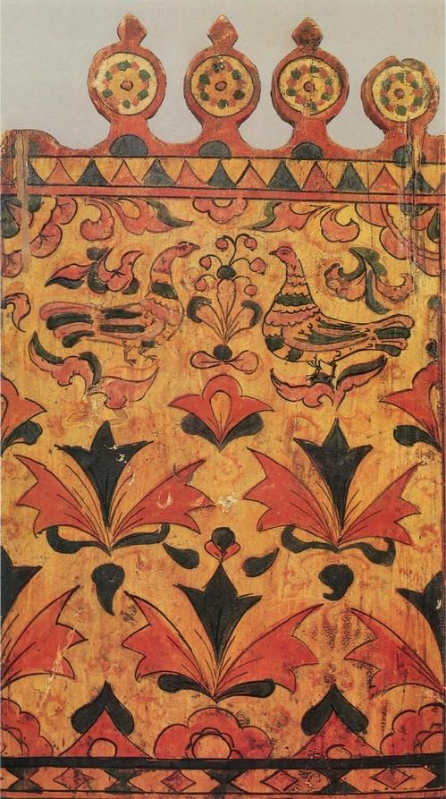 Фрагмент росписи оборотной стороны прялки Пермогорская роспись. Первая половина 19 века