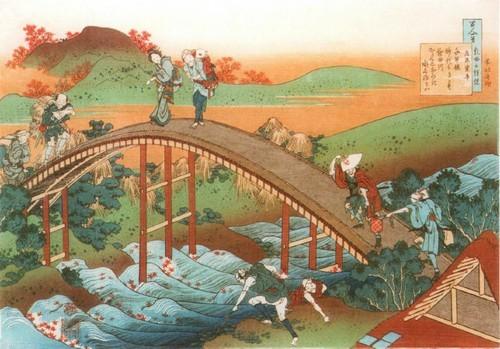 Женщины возвращаются домой но закате Люди переходят горбатый мост