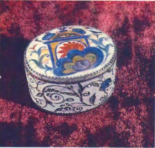 В. Горский. Туалетная коробочка. Эмаль, скань. 1957.