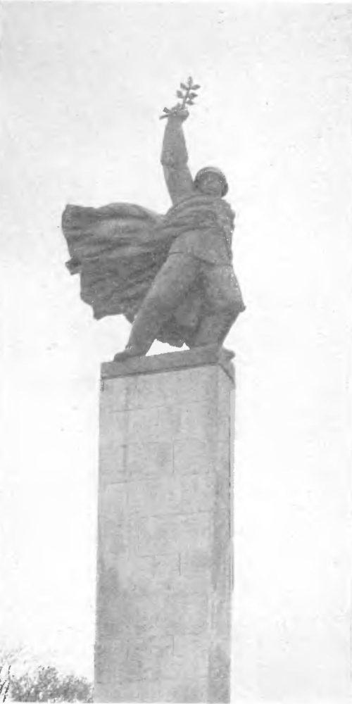 М. Конечный. Солдат Свободы. Памятник Советской Армии в Ченстохове. Фрагмент. Бронза, гранит. 1968.