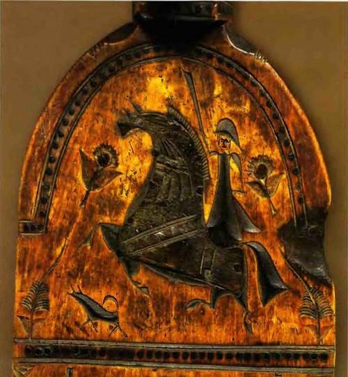 Всадники и кавалеры. Прялочное донце с резьбой и инкрустацией.