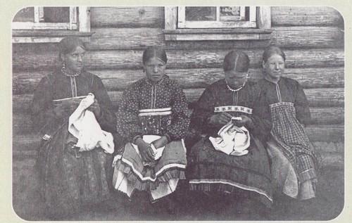 Мордовские вышивальщицы. Начало ХХ века Симбирская губерня. Алатырский уезд