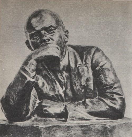 Н. Андреев. В. И. Ленин. Гипс, крытый лаком. Около 1929