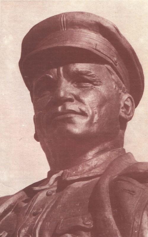 Н. Томский. Памятник С. М. Кирову в Ленинграде. Фрагмент. Бронза. 1938.