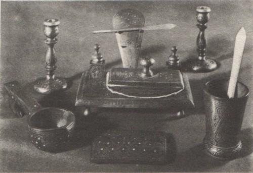 Письменный прибор. Работа унцукульских мастеров М. Кебедова Н. Канбудаева.
