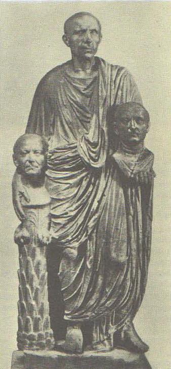 Римлянин с портретами предков. Мрамор. 1 в. до н. э.