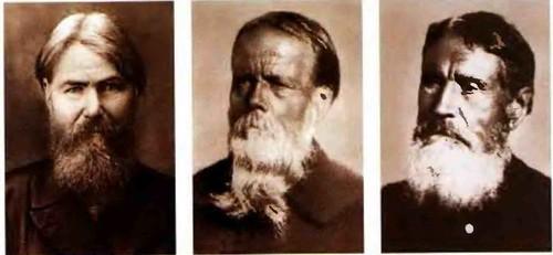 Старые городецкие мастера. Слева направо Игнатий Андреевич Мазин, Федор Семенович Краснояров, Игнатий Клементъевич Лебедев