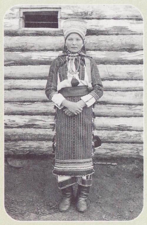 Эрзянская женщина в праздничном костюме. ХХ век