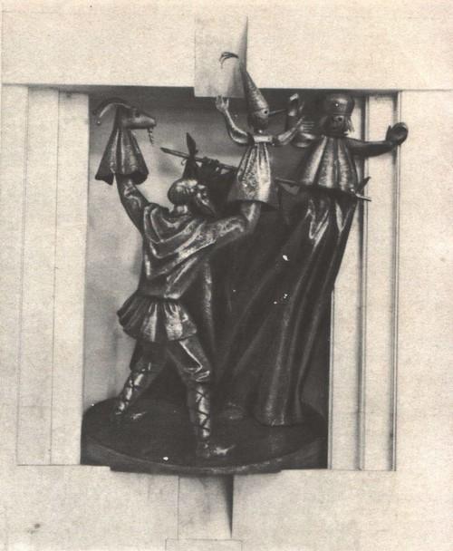 Ю. Александров. Скульптурная группа «Театр кукол» в фойе Вологодского драматического театра. Кованая медь 1974.