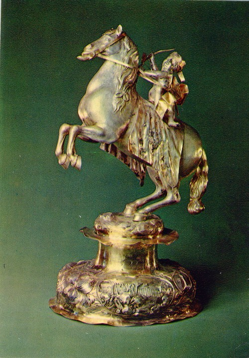 Настольная фигура Кубидон на коне