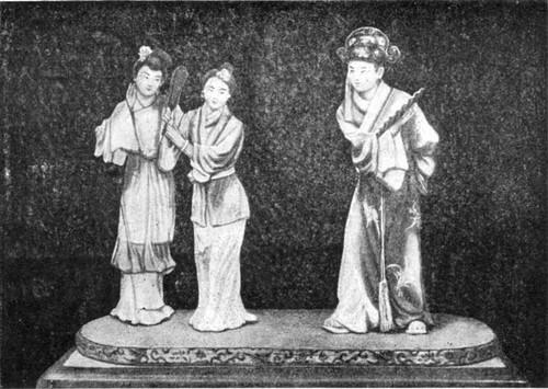 Герои пьесы китайского классического театра под названием «Западный флигель» («Пролитая чаша»). Статуэтки из глины современного мастера Чжан Цзин-гу из г. Тяньцзиня.