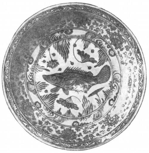 Блюдо из фарфора с синей подглазурной росписью из мастерской г. Цзиндэчжэня. Период Мин, XIV—XVII вв.