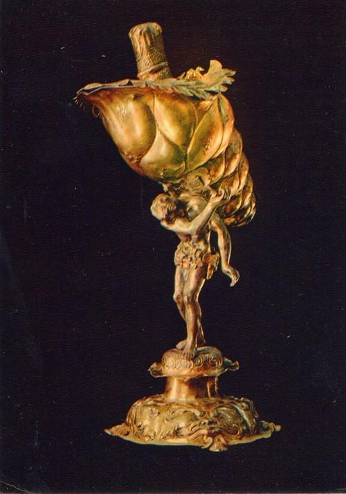 Рукомой Нептун с раковиной