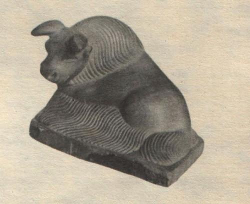 X. Тойбухаа. Бык. Агальматолит. 1973.