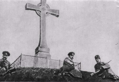 У могилы Т. Г. Шевченко в юбилейные дни 1914 года.