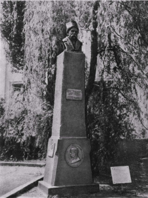 Памятник Т. Г. Шевченко установленный на его могиле в 1923 году.
