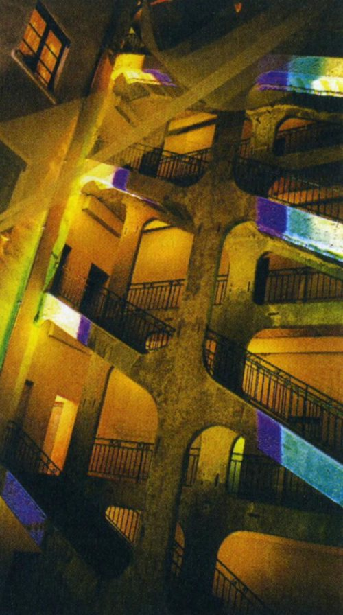 Освещение лестницы двора Ворас