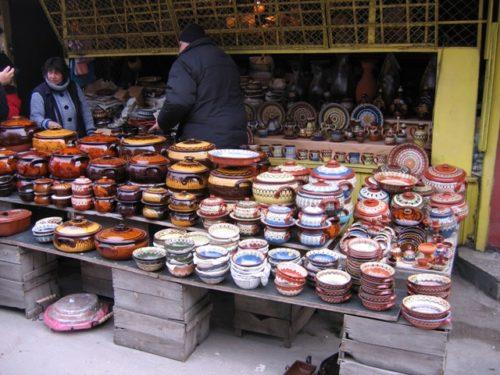 Рынок в Софии, недалеко от центра города, болгарская керамика